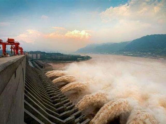"""Nhà máy thủy điện lớn thứ 7 thế giới của TQ hoạt động, """"gánh"""" bớt lũ cho đập Tam Hiệp"""