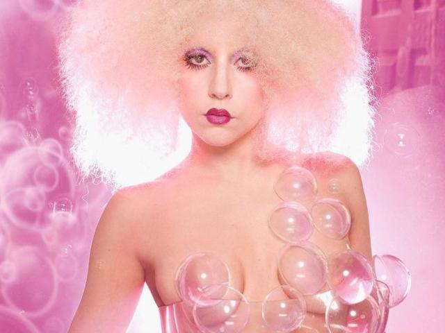 Chủ nghĩa siêu thực trong trang phục của Lady Gaga