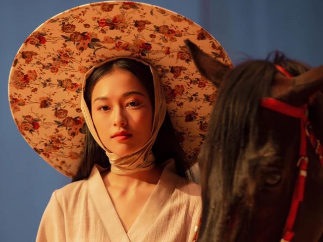 Người mẫu Việt gây sốt với nhan sắc giống hệt Chương Tử Di