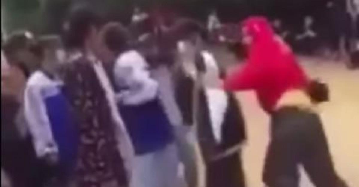 Nhóm nữ sinh cấp 3 vây đánh một nữ sinh cấp 2 đến chảy máu đầu