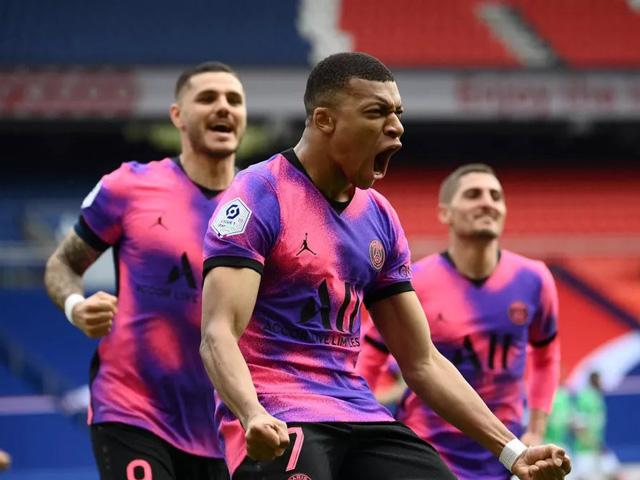 "Video PSG - St Etienne: 15 phút ""điên rồ"", Mbappe tỏa sáng"