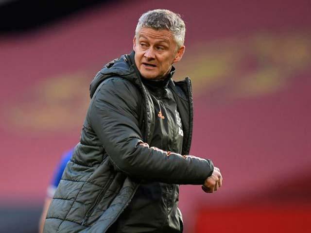 Solskjaer nhận sai lầm khiến MU thua Leicester, báo tin mừng về Maguire