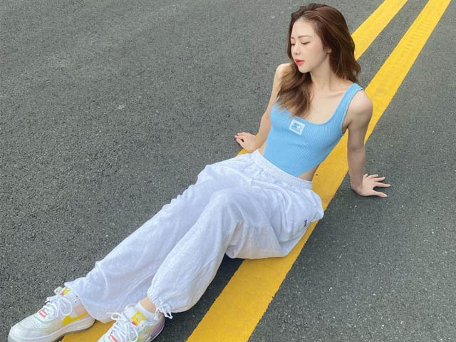 Liz Kim Cương khéo phối bodysuit với jean