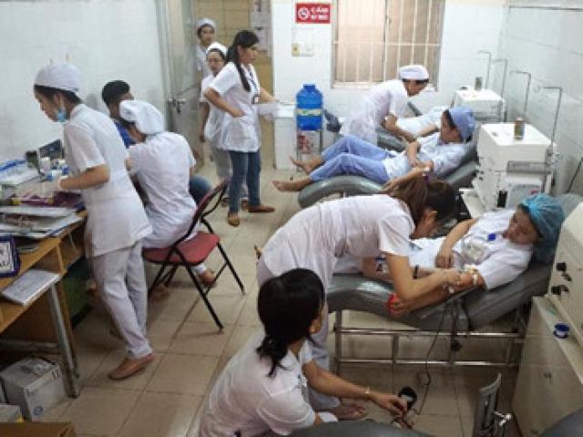 Nhân viên bệnh viện hiến máu cứu sản phụ qua cơn nguy kịch