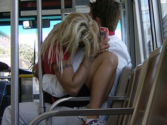 """Những hình ảnh """"không ngờ"""" xuất hiện trên xe buýt"""