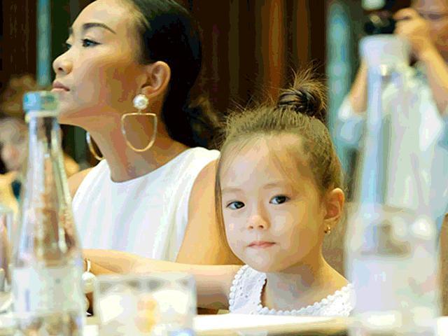 Con gái lai Tây nhà Đoan Trang hút mọi sự chú ý khi xuất hiện cùng mẹ