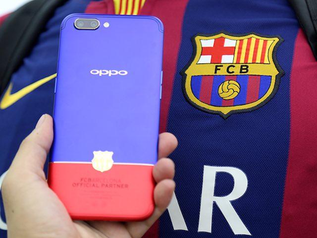 Mê mẩn chiếc smartphone Oppo R11 phiên bản Barcelona siêu đẹp