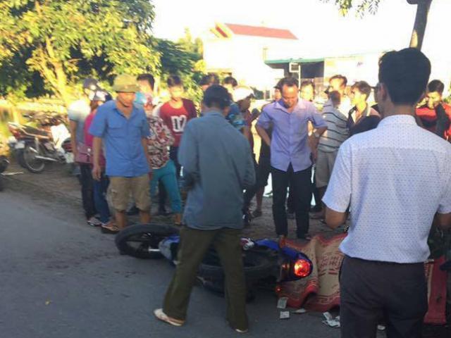 Đâm vào xe xích lô, người đàn ông bị tấm tôn cứa đứt cổ tử vong