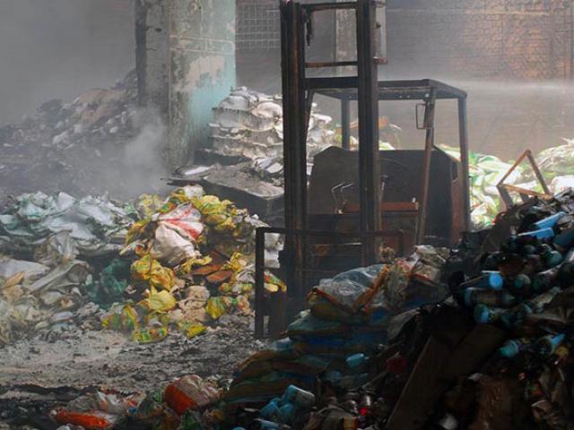 Cháy công ty thuốc bảo vệ thực vật, di dời dân vì mùi hôi khủng khiếp