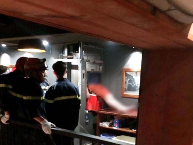 Hà Nội: Kẹt đầu trong thang máy, nam thanh niên tử vong