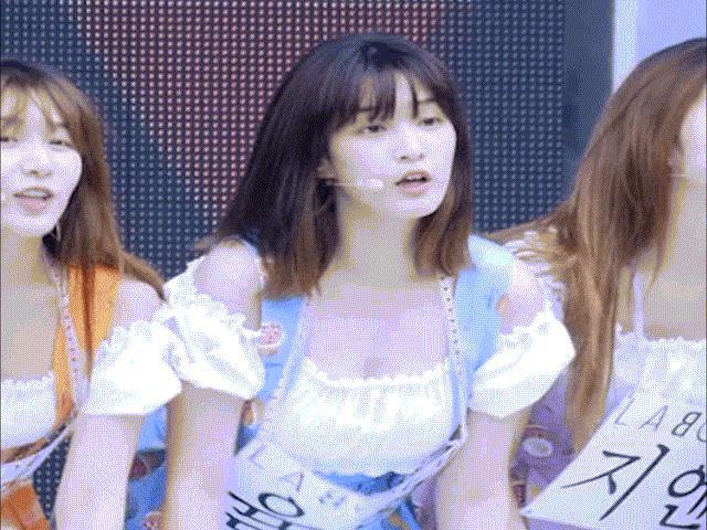 Những mỹ nhân Hàn có gương mặt ngây thơ, vòng một bốc lửa