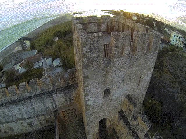 Lâu đài bí ẩn Frangokastello và cuộc diễu hành của những hồn ma lúc bình minh