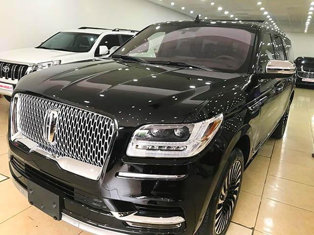 SUV cỡ lớn Lincoln Navigator được rao bán với giá hơn 8,8 tỷ đồng
