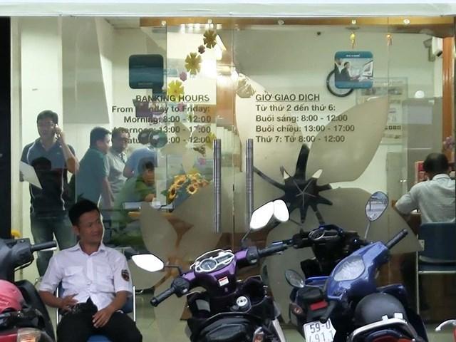 Nghi án dùng súng cướp ngân hàng ở Tân Phú