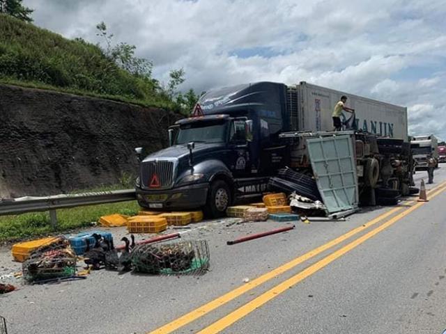 3 ô tô đâm nhau kinh hoàng trên cao tốc, nhiều người nhập viện cấp cứu