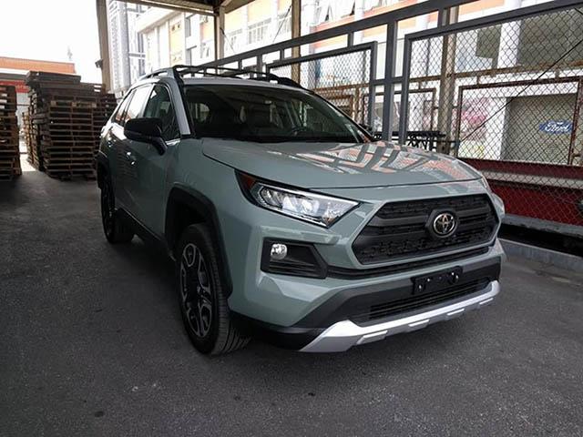 Cận cảnh Toyota RAV4 2019 thứ hai tại Việt Nam với ngoại hình tươi mới