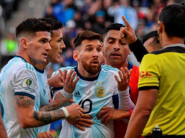 Chấn động báo Argentina phanh phui vụ Messi bị thẻ đỏ, tố cáo trọng tài