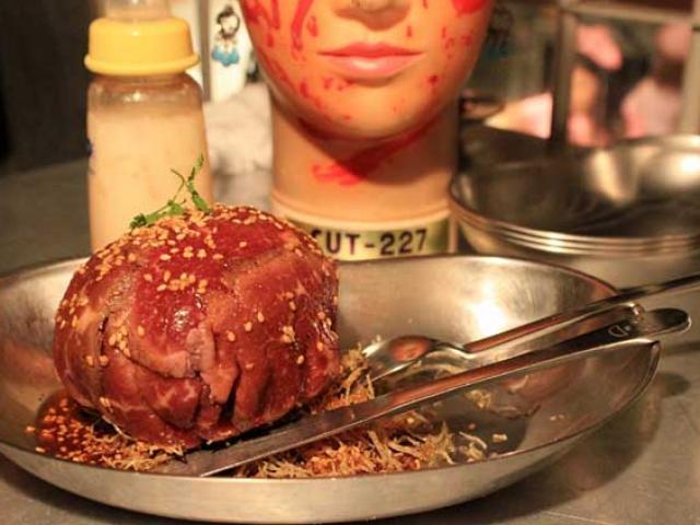 Nhà hàng kinh dị bậc nhất Nhật bản, người yếu tim không nên vào