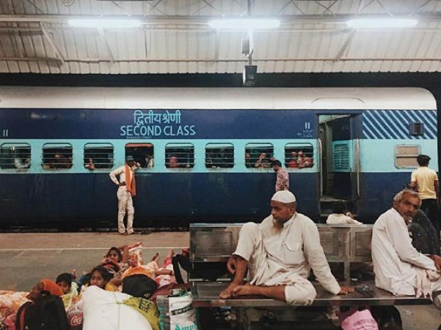 Choáng váng cảnh tượng ở ga xe lửa New Delhi