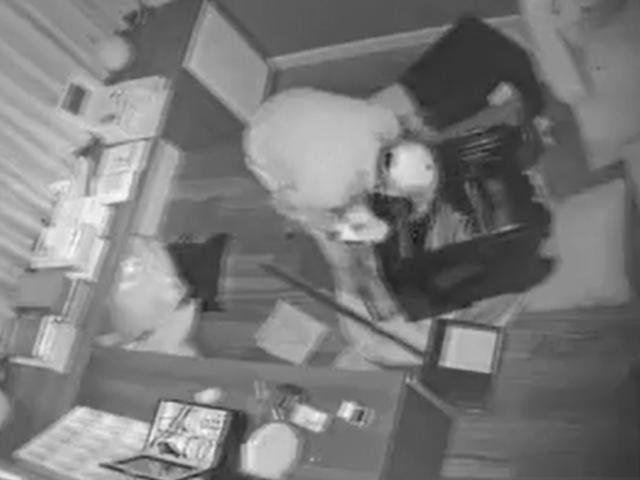 """Clip: Trộm đột nhập biệt thự ca sĩ Nhật Kim Anh, phá banh 2 két sắt trong """"chớp mắt"""""""