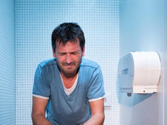 9 thói quen tồi tệ trong nhà vệ sinh gây hại khủng khiếp cho sức khỏe
