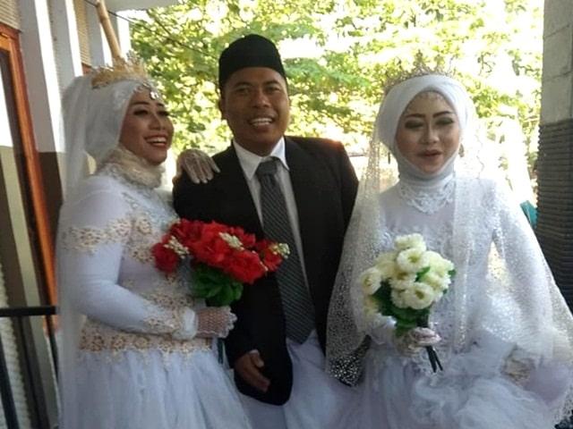Đám cưới gây sốc khi có một chú rể, hai cô dâu