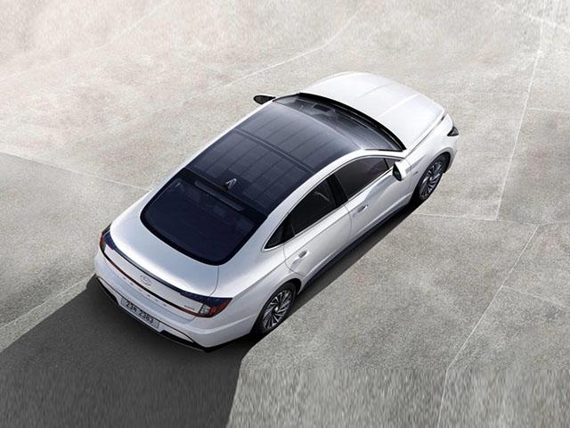 Hyundai Sonata Hybrid 2020 được trang bị một tính năng rất thú vị trên nóc xe