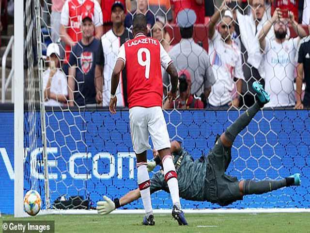 """Real Madrid - Arsenal: 2 thẻ đỏ, 4 bàn thắng & nghẹt thở màn """"đấu súng"""""""