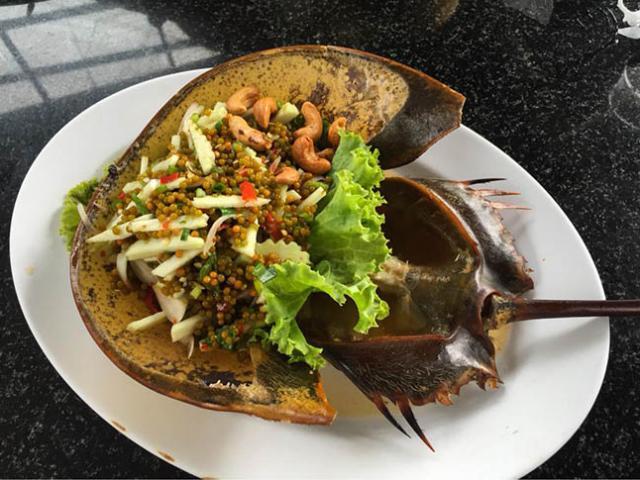 Gỏi cua móng ngựa, món ăn đáng sợ thách thức du khách khi đến Thái Lan