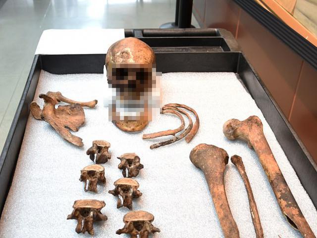 """Bộ xương người bí ẩn được cho là của """"ma cà rồng"""" bất tử"""