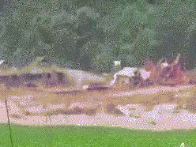 """[Video] Bản Sa Ná thời điểm bị trận """"đại hồng thủy"""" quét qua nhấn chìm bản làng"""