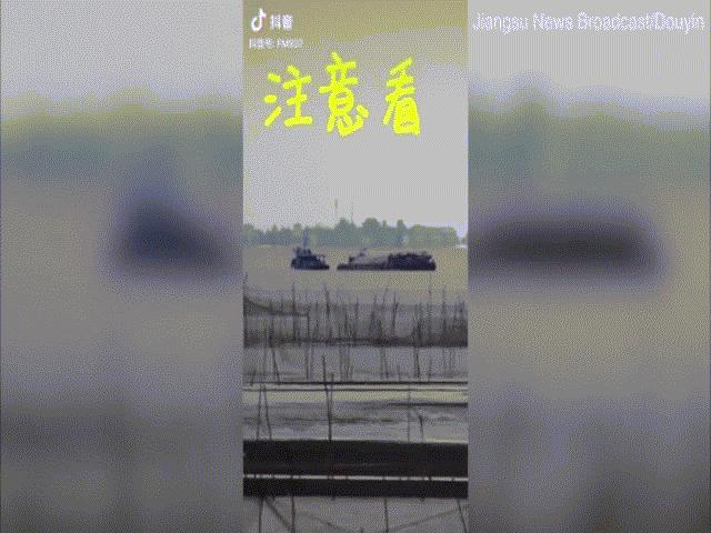 """""""Thành phố ma"""" bất ngờ lộ diện trên hồ nước diện tích 2.000km2 ở TQ"""