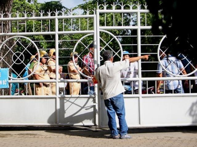 An ninh siết chặt phía ngoài buổi họp báo về Thủ Thiêm