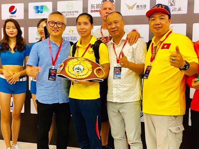 Bà mẹ một con Việt Nam đánh bại nhà vô địch boxing Trung Quốc