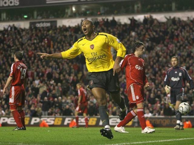 Liverpool đại chiến Arsenal: Bi kịch thua 3-6, đặc sản bàn thắng muộn