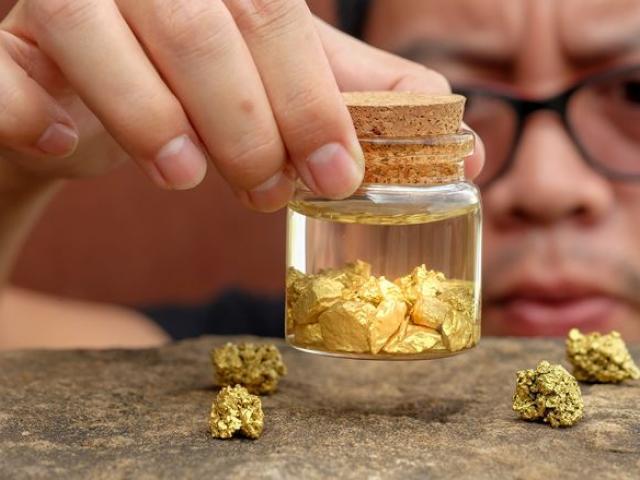 """Giá vàng hôm nay 24/8: Vàng tăng cực khủng sau pha đấu """"đại bác"""""""