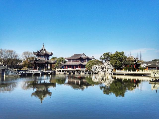 Có một thị trấn cổ ở Trung Quốc đẹp mê hồn không kém gì Phượng Hoàng cổ trấn