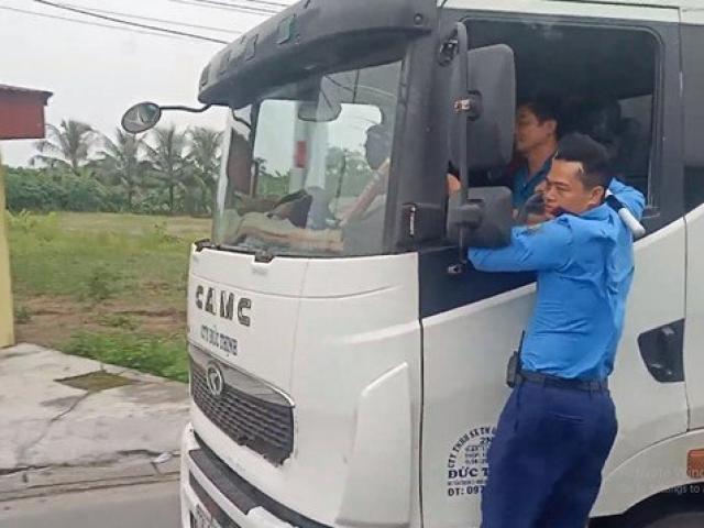 """Thanh tra giao thông """"đánh đu"""" trên xe quá tải né trạm cân gần 3km"""