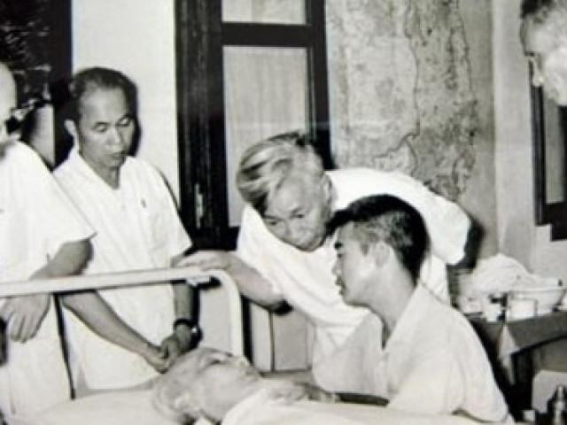 Chuyện kể của các thầy thuốc chăm sóc sức khỏe Bác Hồ