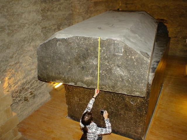 Tục mai táng kỳ lạ trong cỗ quan tài khổng lồ của người Ai Cập