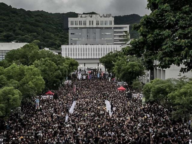 Giữa căng thẳng ở Hong Kong, Trung Quốc gửi cảnh báo lạnh gáy