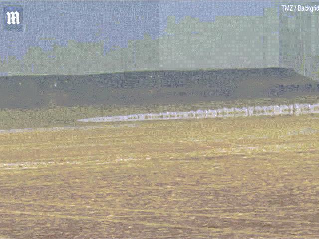 Clip bàng hoàng: Nữ tay đua phóng 996km/giờ gặp nạn, xe bốc cháy bỏ mạng