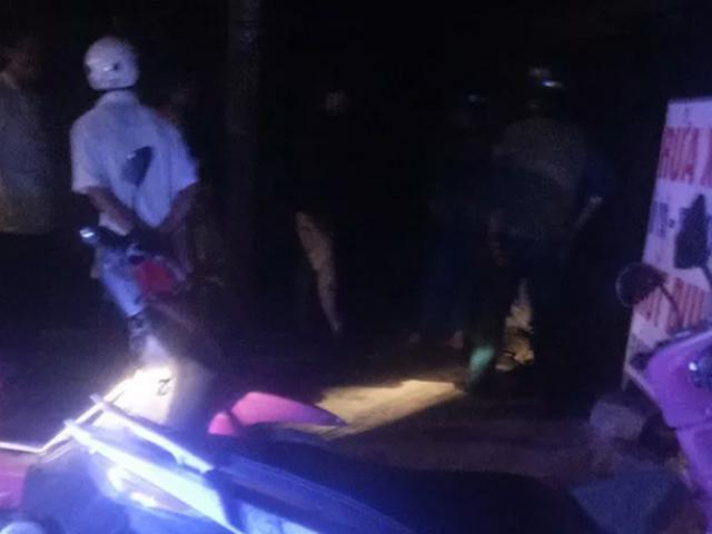 Ngăn chồng đánh vợ, bảo vệ bệnh viện bị đâm chết