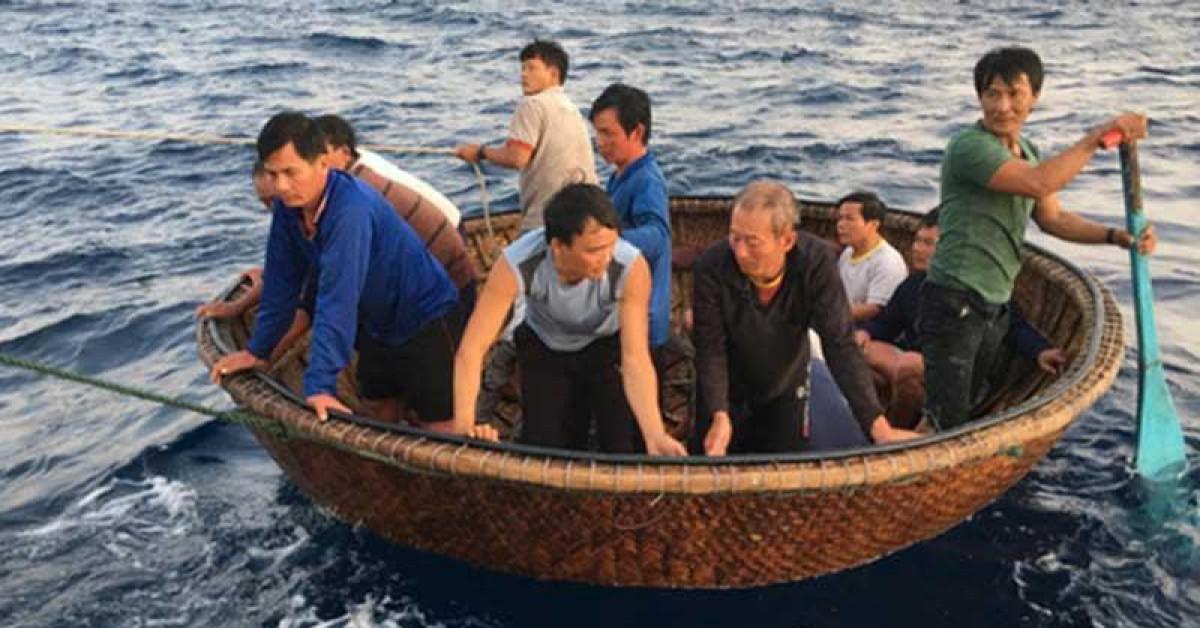 41 ngư dân sống sót sau 31 giờ trên biển