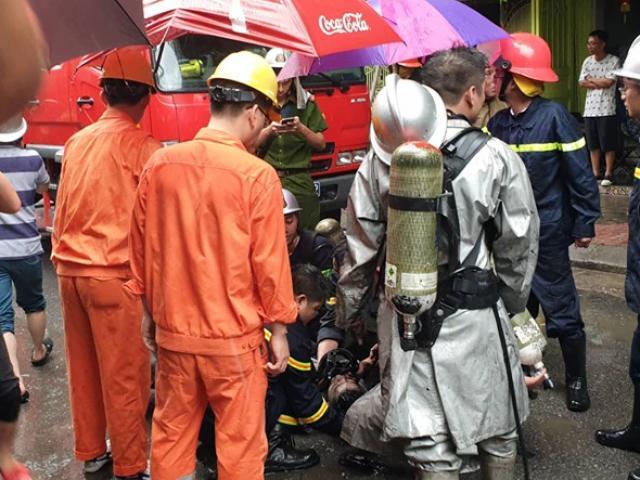 Hà Nội: Người đàn ông mắc kẹt trong đám cháy lớn ở phố Núi Trúc