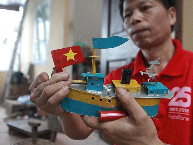 """""""Vua tàu thủy"""" ở HN: Mỗi năm """"xuất xưởng"""" hàng trăm chiếc tàu, làm ra đến đâu bán hết đến đó"""