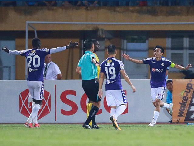 """Quang Hải - Văn Quyết """"nhảy múa"""" ở V-League: """"Phá nát"""" hàng thủ Nam Định"""