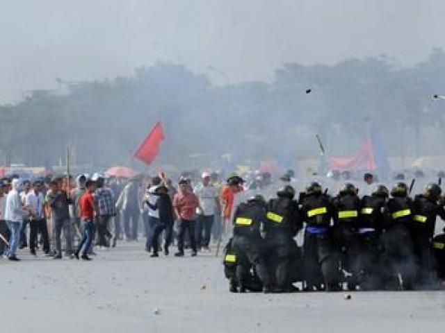 Hà Nội: Diễn tập thực binh tấn công đối tượng khủng bố, giải cứu con tin