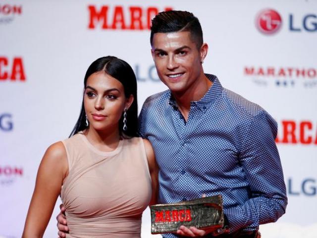 """Ronaldo sắp cưới mỹ nhân: Nghe lời mẹ đẻ, thích làm """"chuyện ấy"""" hơn ghi bàn"""