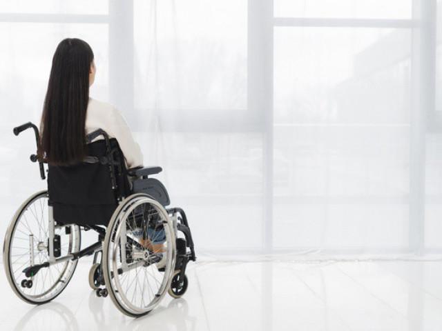 Vào viện thăm vợ đột quỵ, cụ ông U80 sờ soạng bệnh nhân bại não